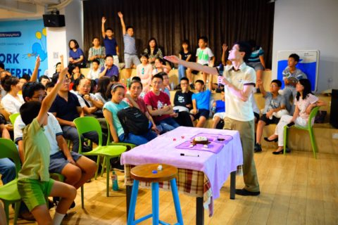 Po Shen Loh teaching to his students